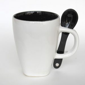Mug Sendok D1387 warna dalam hitam